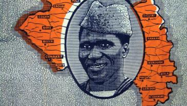 Portrait d'Ahmed Sékou Touré sur un pagne commémoratif de l'indépendance guinéenne. 8 juillet 2009, Tommy Miles.